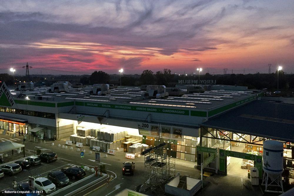 Ipermercato al tramonto