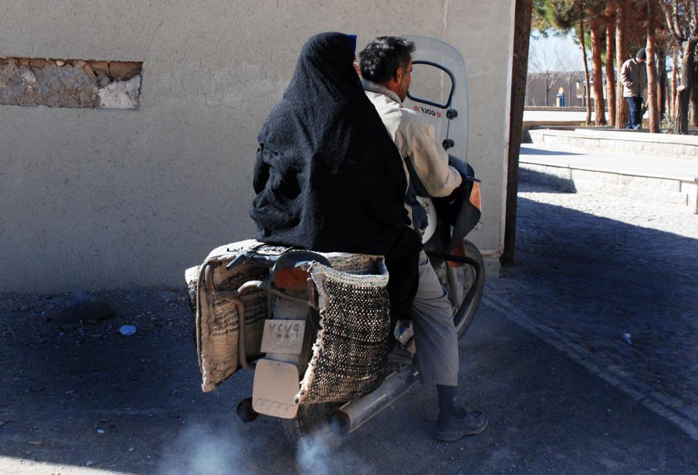 Iran 2009: insieme in motocicletta, Nayin