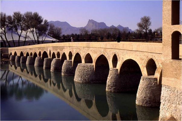 Iran 59 (30,29) - Isfahan,die Shahrestan-Brücke