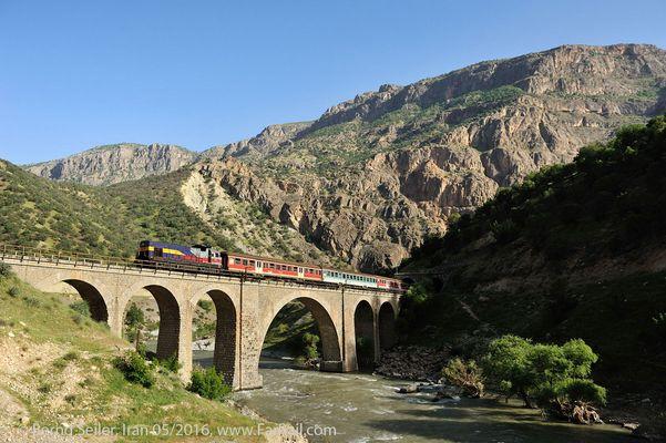 Iran: Lokalzug im Zagorz Gebirge