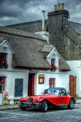 Irland - Pub and Car