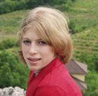 Isabell in den Weinbergen