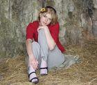 Isabell ruht sich im Stroh aus