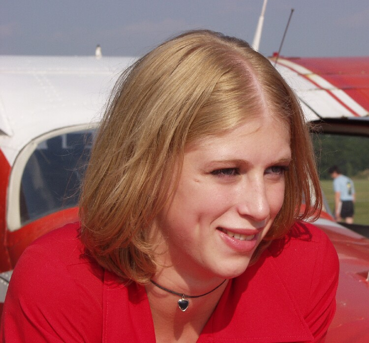 Isabella am Flugplatz 1