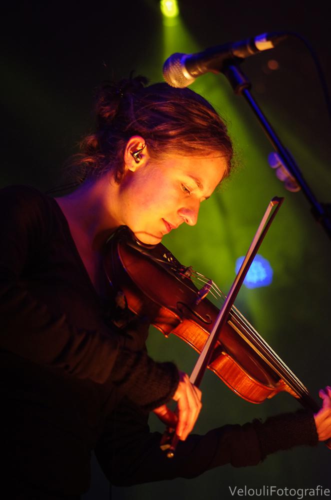 Isabelle Rey an der Fiddle