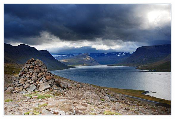 Island-Fjord (aus Belichtungsreihe mit 3 Bildern)