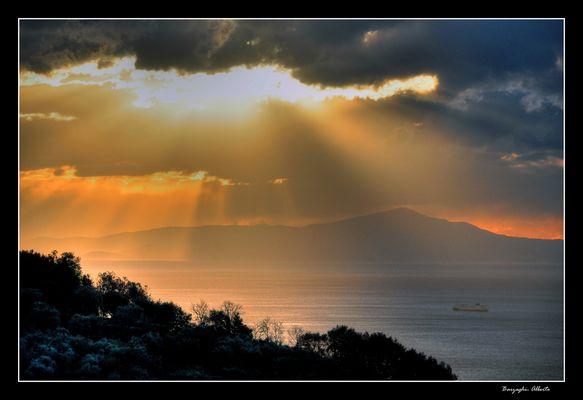 isola di Capri in controluce