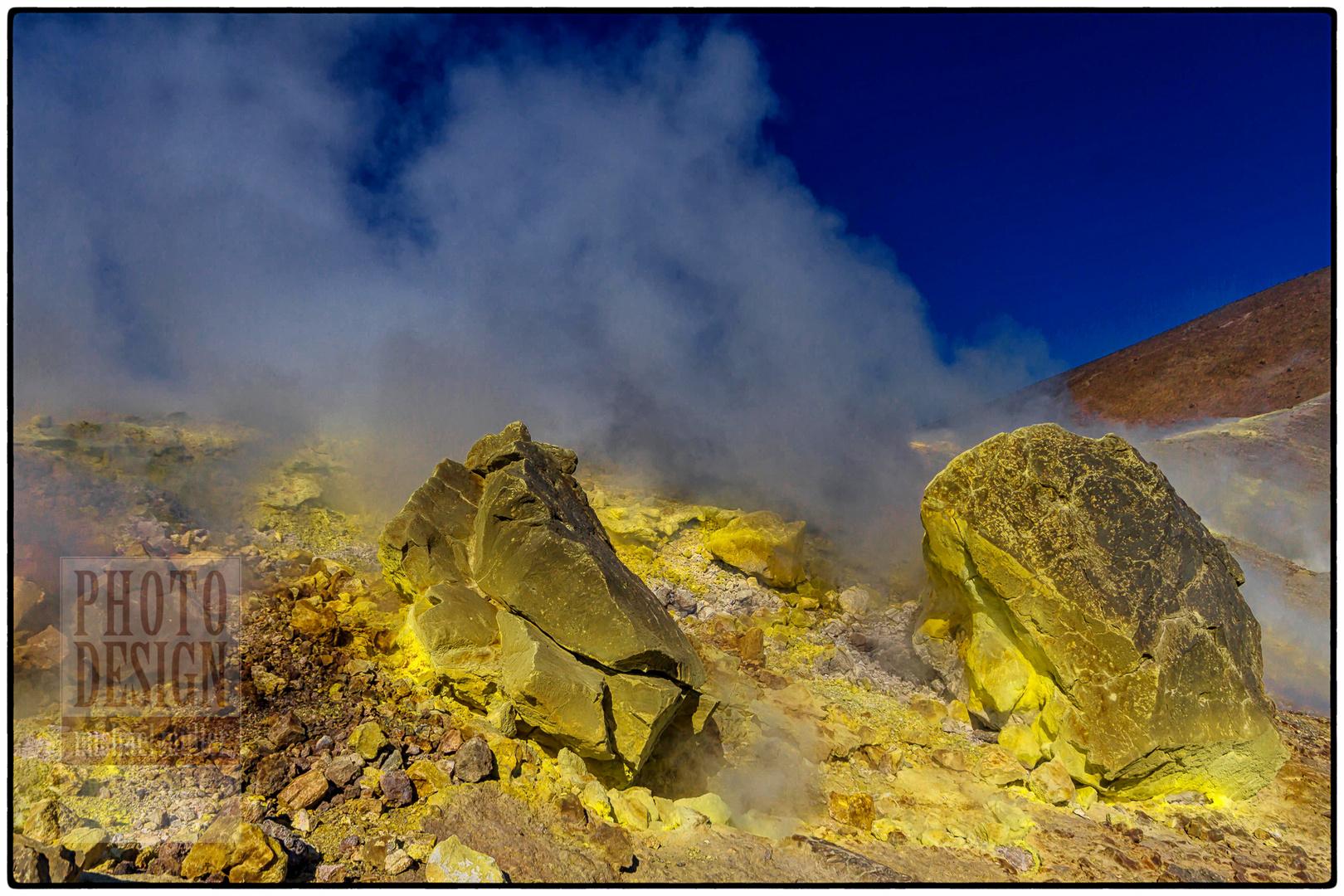 Isola Vulcano, Schwefelfumerolen am Kraterrand