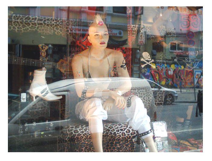ist es Kunst ,ein Schaufenster zu fotografieren ????