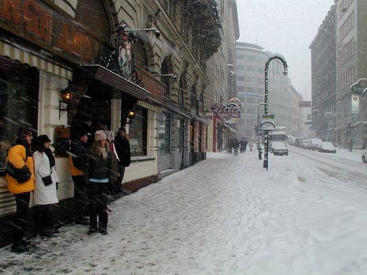 Italienische Touristen im Wiener Schnee