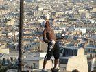 Iya Tarore über den Dächern von Paris