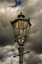 ...ja früher, da gab es noch Lampenputzer !