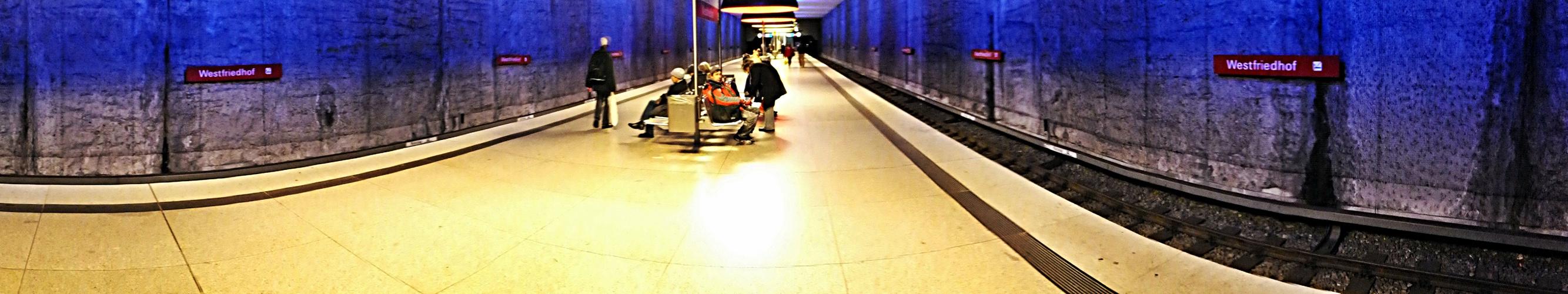 """""""Ja wie fahren sie denn ???"""" - a place to be - der etwas andere U-Bahnhof"""