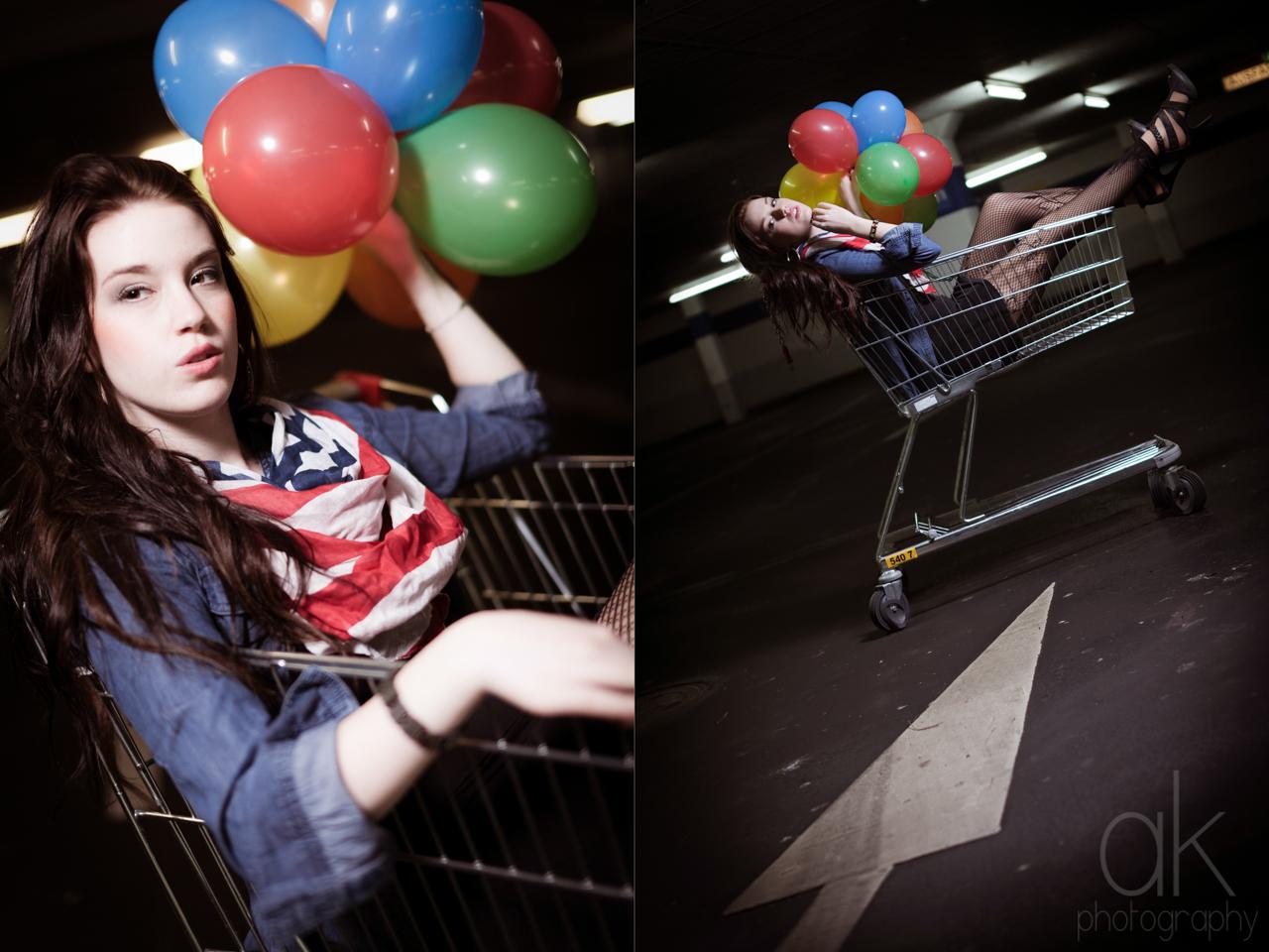 Jana im Einkaufswagen