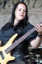 Jane. Ehemalige Bassistin der Piraten Band Vroudenspil
