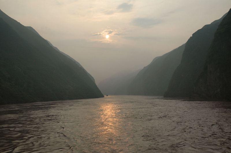 Jangtze-Schlucht in der Morgendämmerung