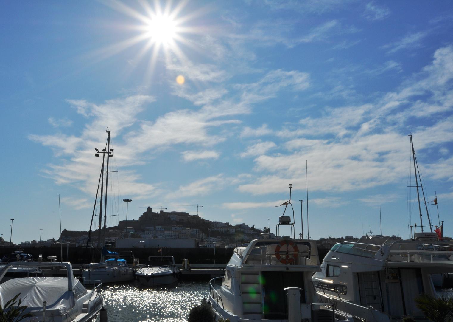 Januar - Nachmittags - Sonne über der Altstadt von Ibiza