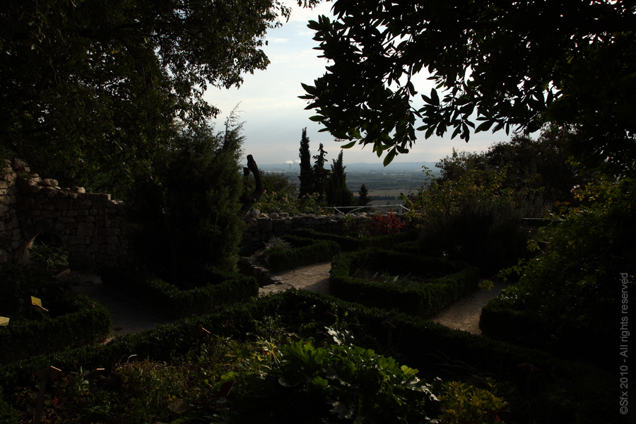 ...Jardin d'Adhémar...