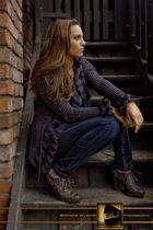 Jeannique auf der Treppe