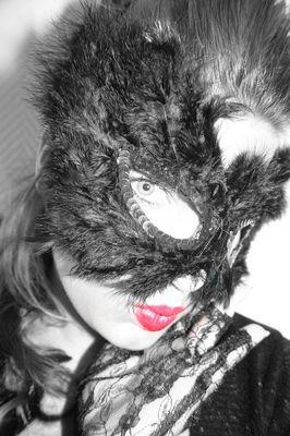 Jeder trägt eine Maske-3
