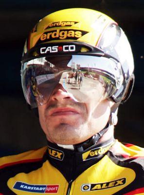 Jens Fiedler auf der Leipziger Radrennbahn beim Start