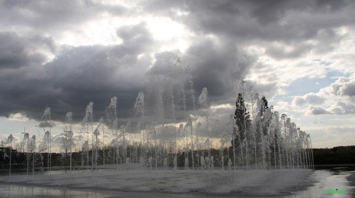 Jets d'eau à l'assaut des nuages