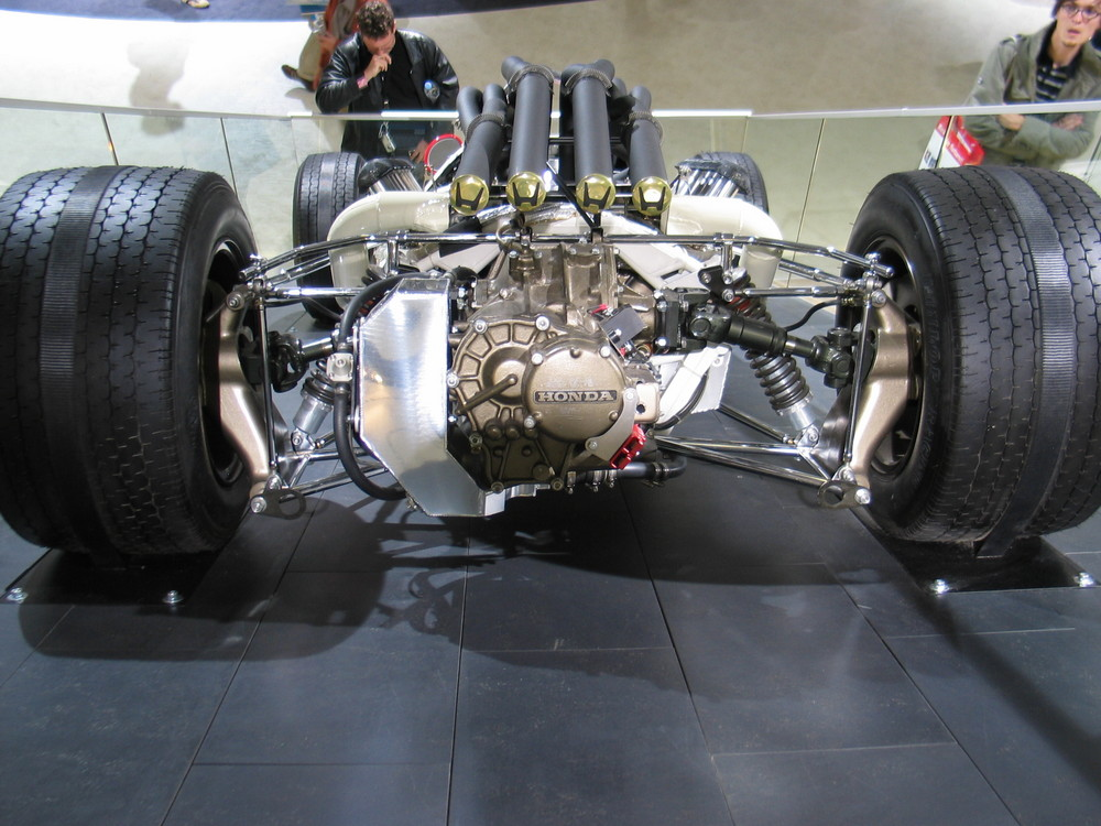 Jetzt aber ein alter Formel Wagen ;o))
