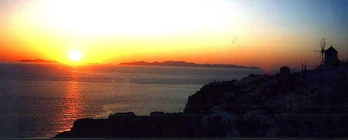 Jetzt gibt's den bekannten Sonnenuntergang von Oia auch noch von mir...