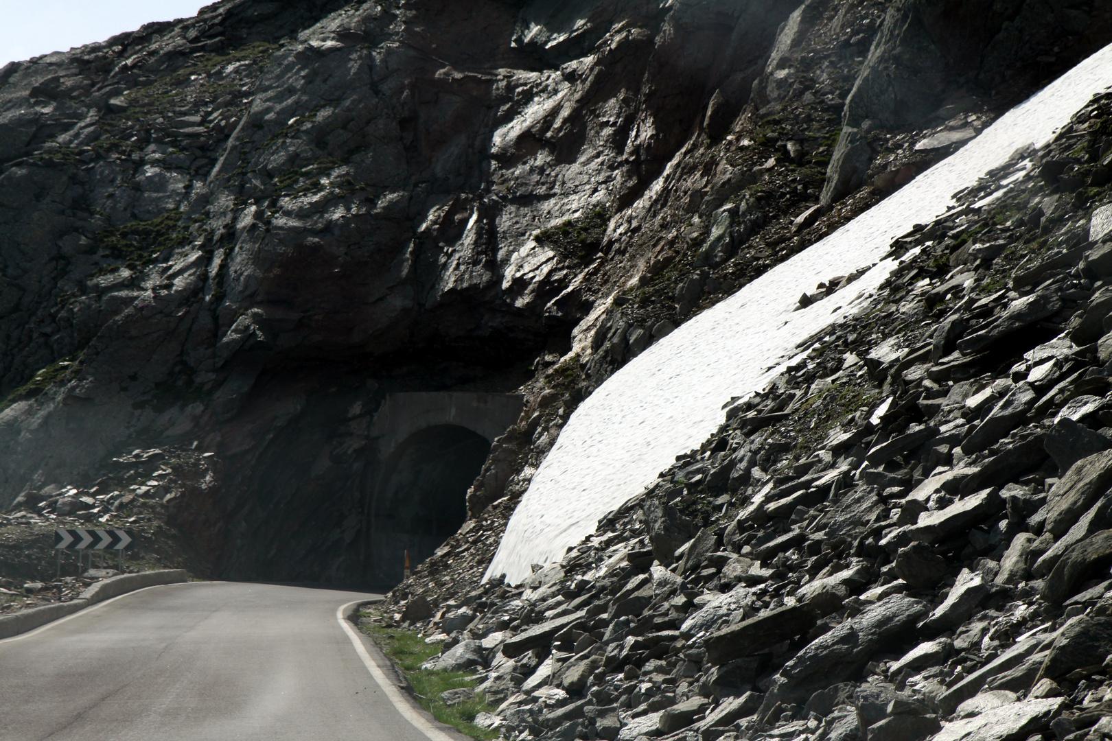 ... jetzt nur noch durchs Tunnel ...