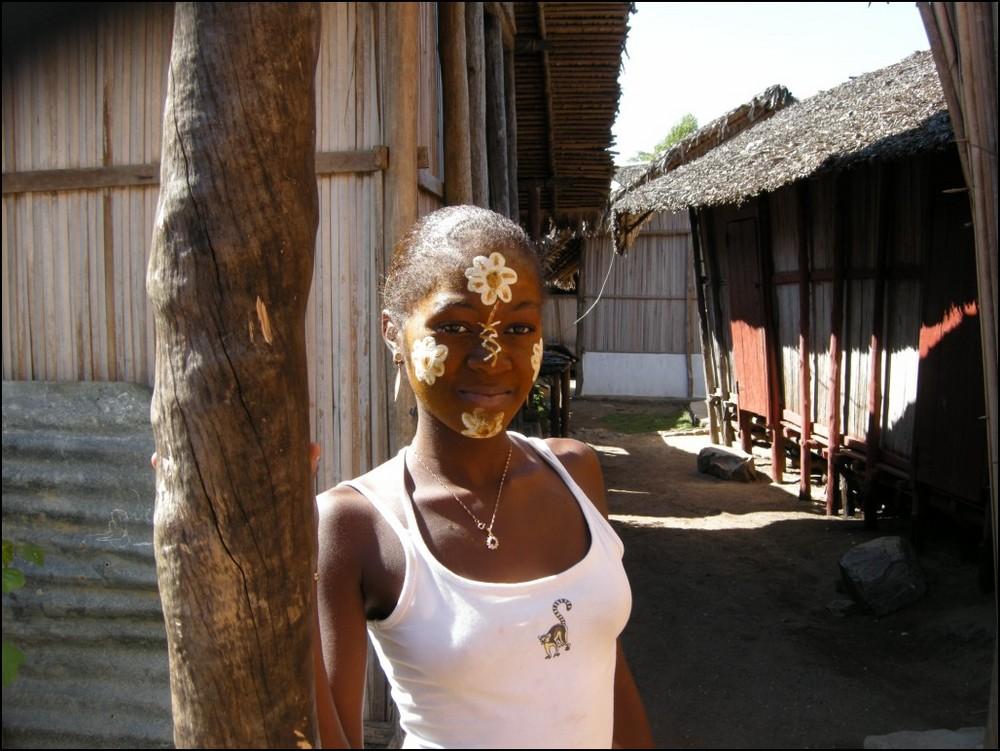 jeune femme malgach maquiller