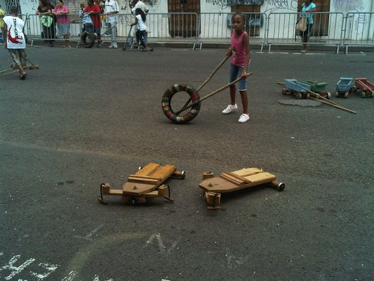 Jeune fille à la roue