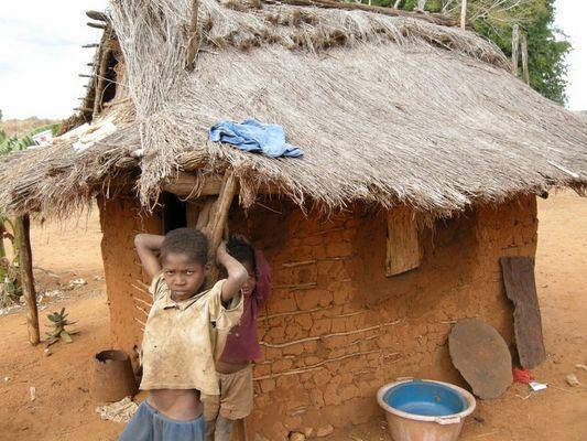 jeune malgach deveent chez lui