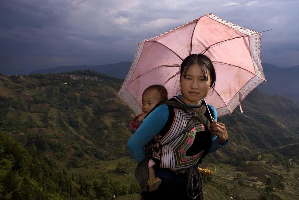 jeune mère avec son enfant près de Yuang Yuang