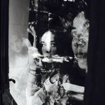 jeunes filles à la fenêtre