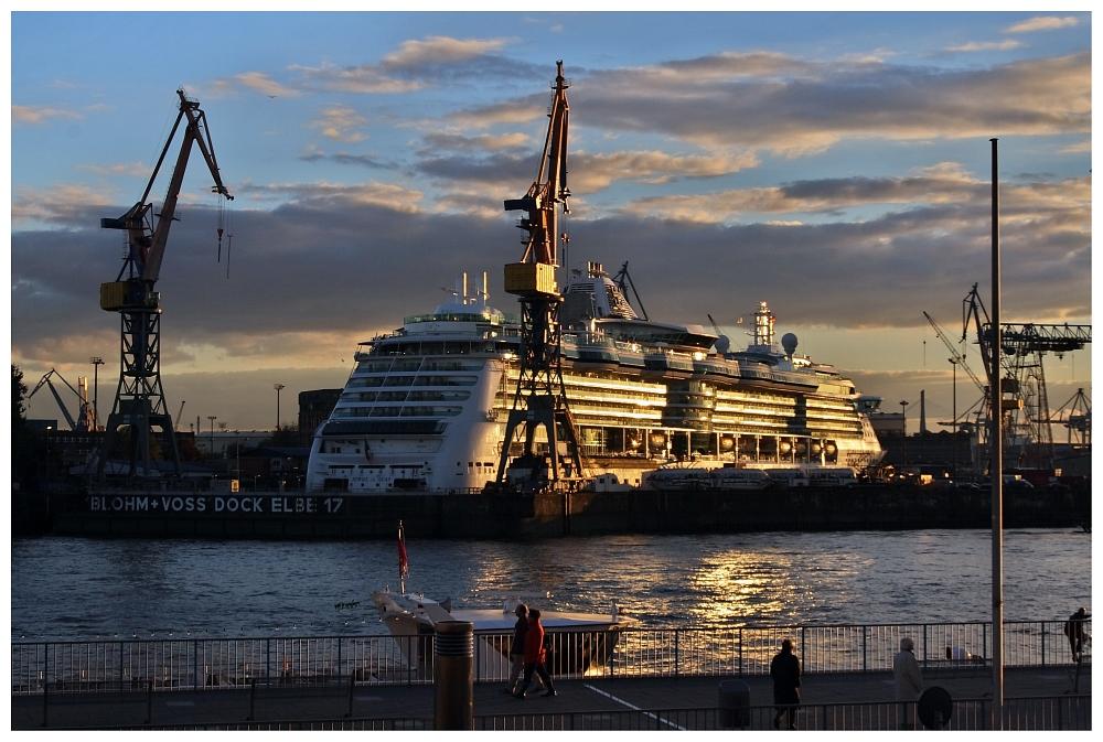 Jewel of the Seas im Abendlicht