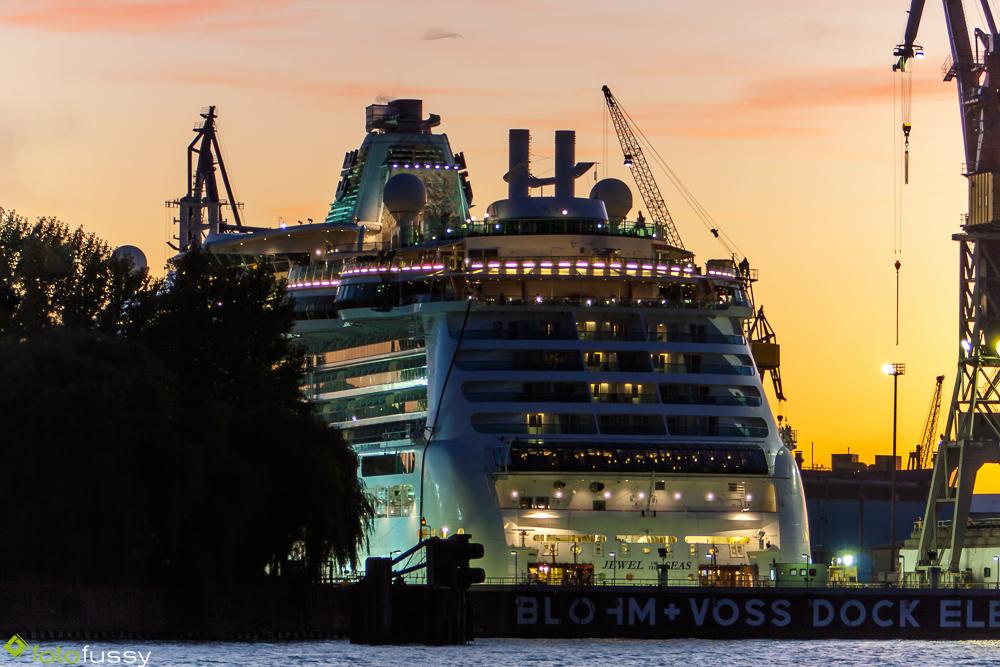 Jewel of the Seas im Dock