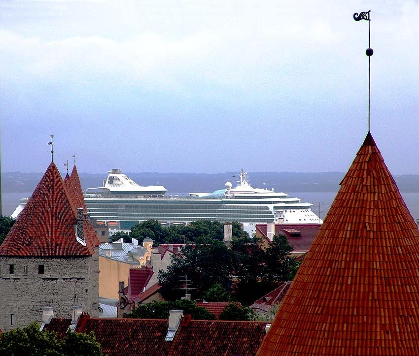 """""""Jewel of the Seas"""" in Tallinn, Estland"""