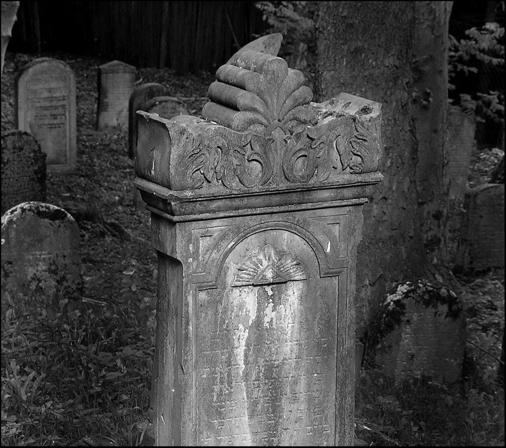 jewish grave