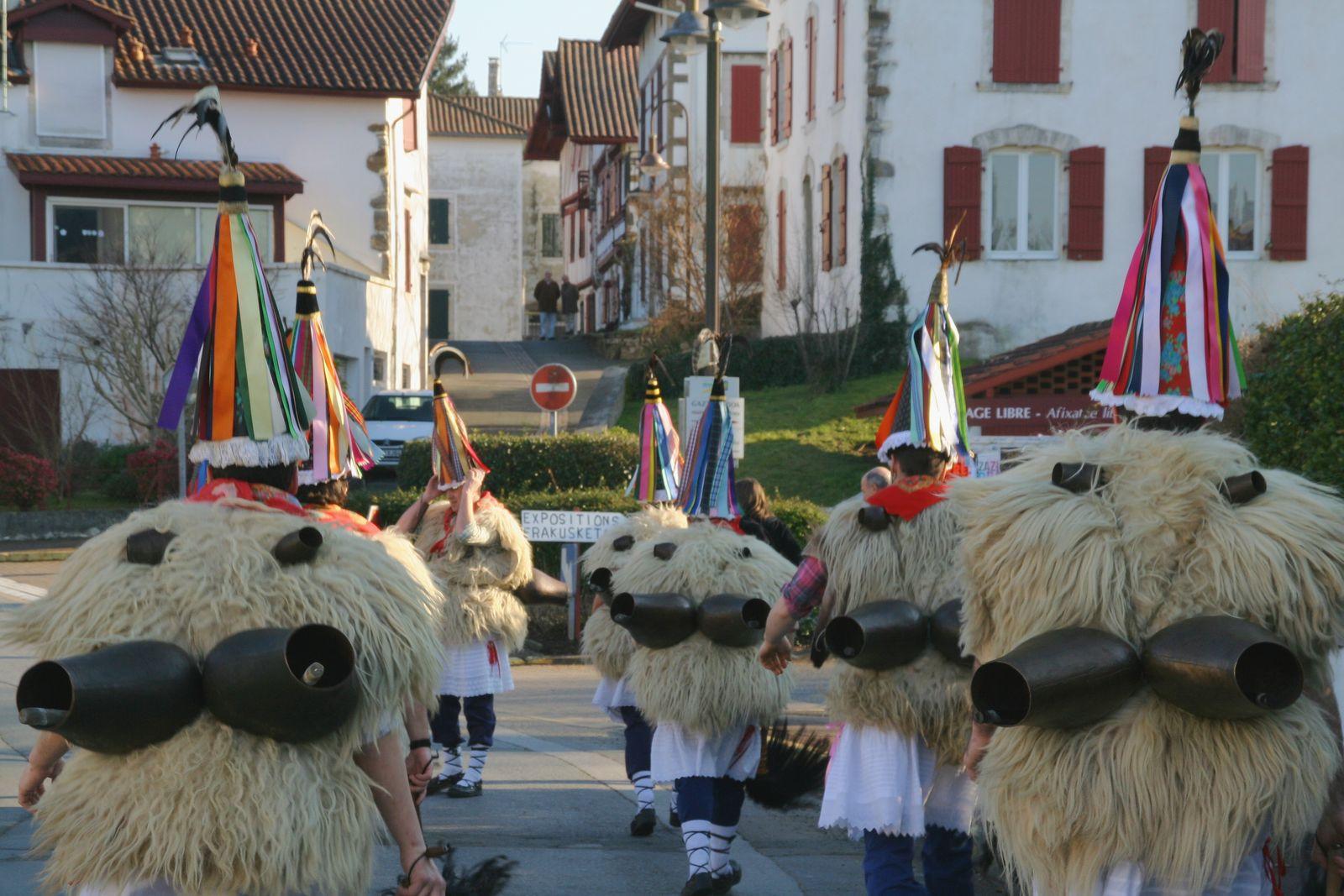 Joaldunak de Ituren (Navarra) en el carnaval de Ustaritz (País vasco francés)