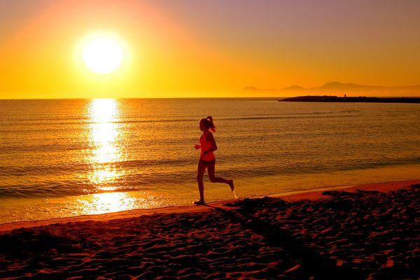 Joggen bei Sonnenaufgang