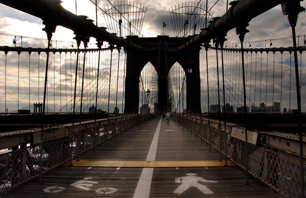 JOGGING ON THE BROOKLYN BRIDGE (reloaded)