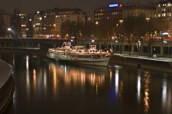 Johann Strauß Schiff am Donaukanal