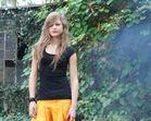 Johanna - Sport-Outfit - im Rauch (wo sie doch Nichtraucherin ist!)