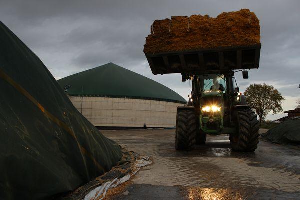 John Deere 7530 Premium und die Hungrige Biogasanlage!