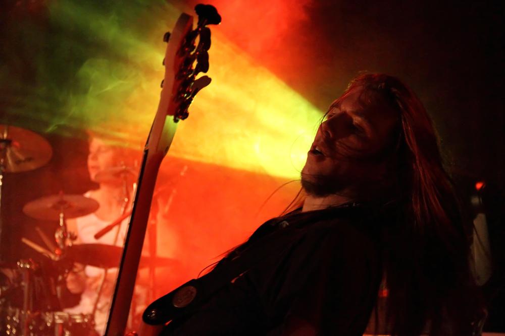 Jonathan Geiger am Bass