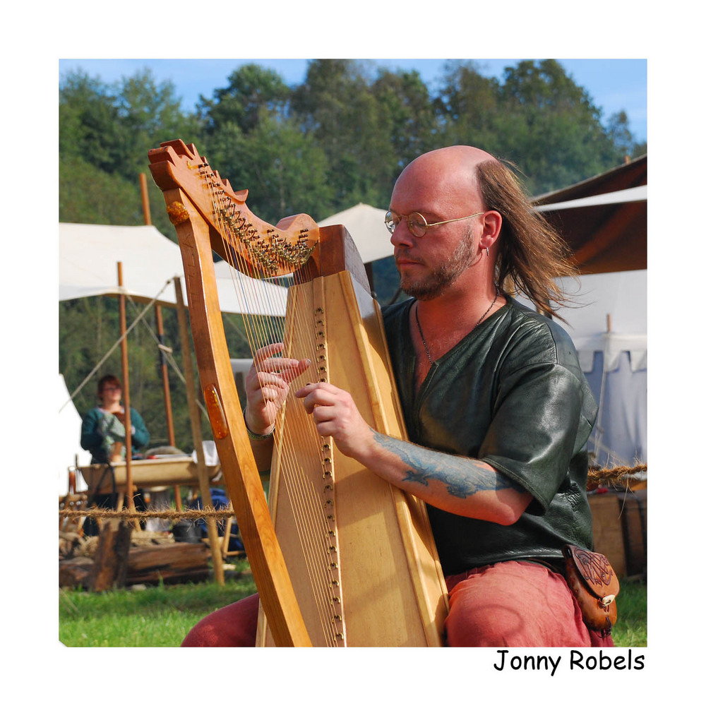 [Jonny Robels, Harfe, Rittermarkt Grünewald, 2007]