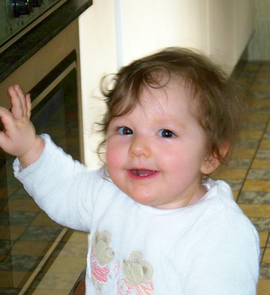 Josie entdeckt den Backofen :-)