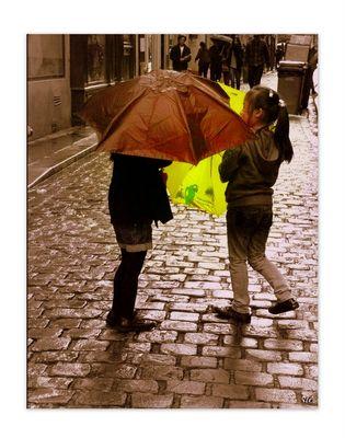 Jouer aux parapluies dans le quartier chinois...