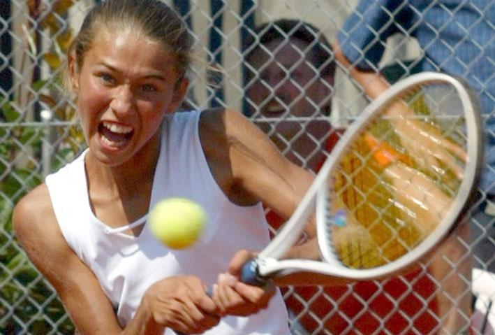 Jugend spielt Tennis