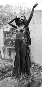 Jugendstilskulptur auf dem Leipziger Alten Johannisfriedhof